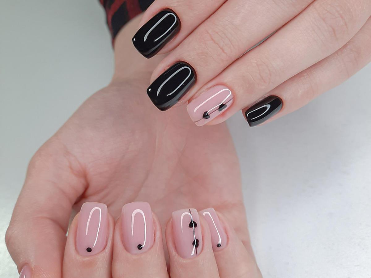 paznokcie różowo-czarne