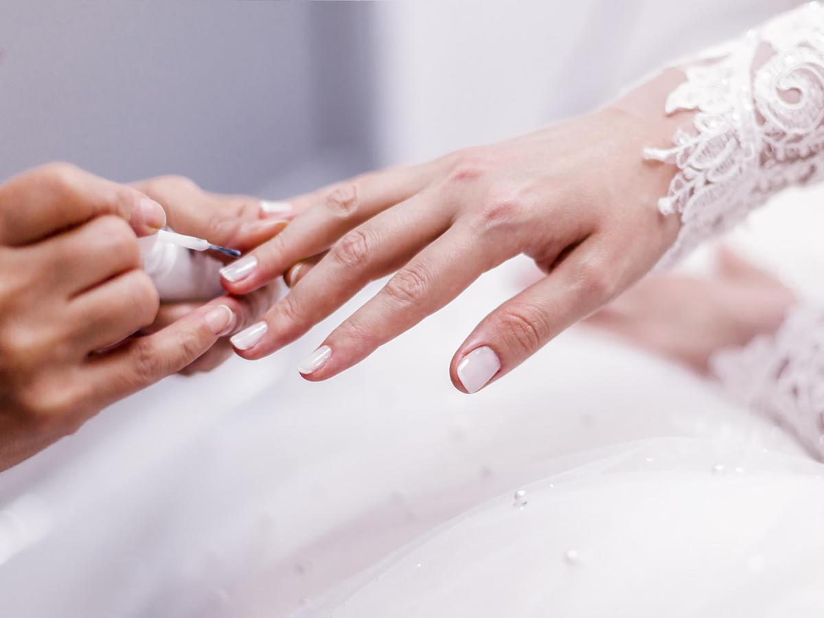paznokcie ślubne 2021