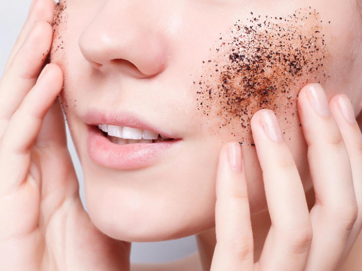 peeling z kawy na twarz włosy cellulit