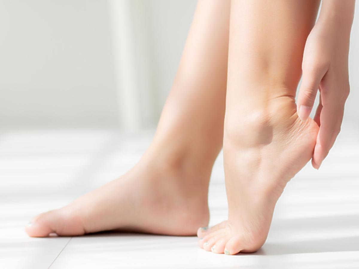 pękające pięty przyczyny domowe sposoby krem