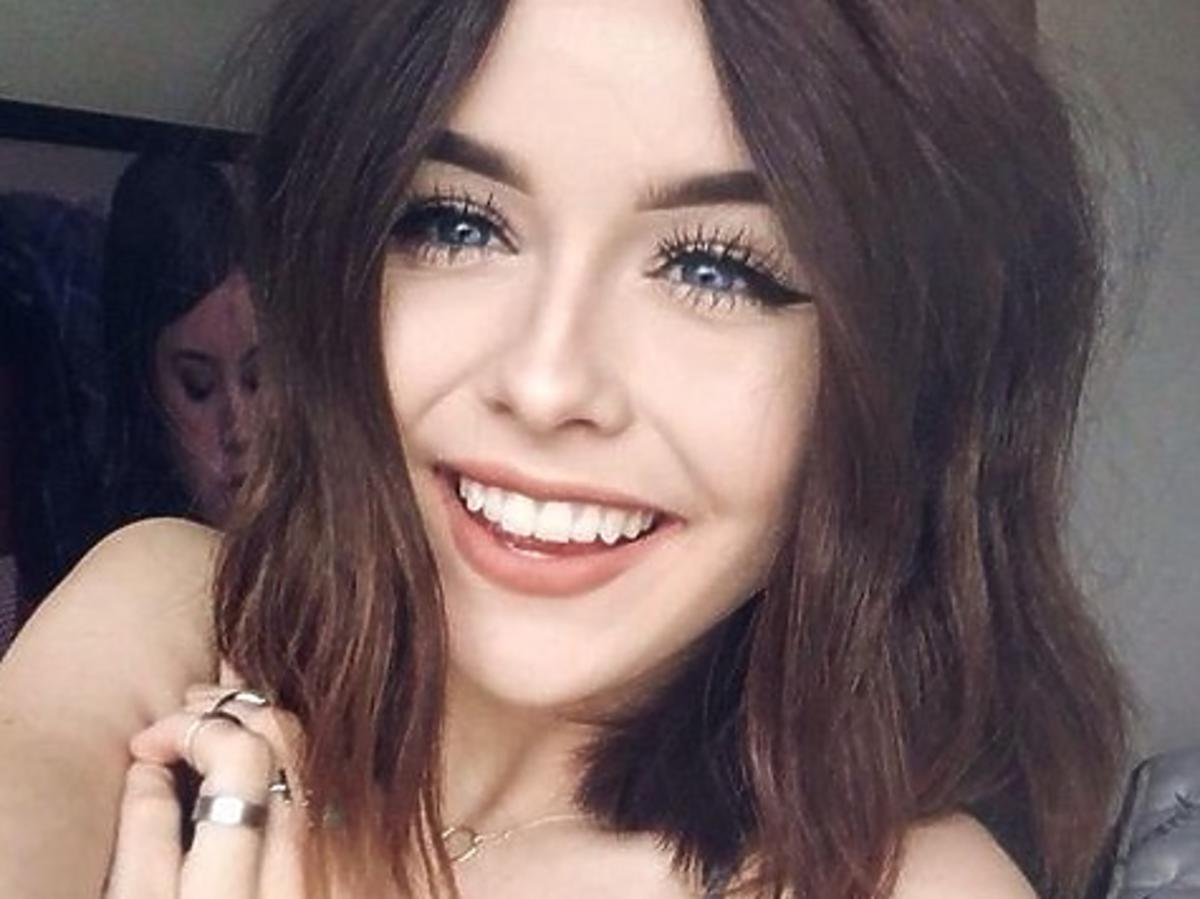 piękna uśmiechnięta dziewczyna