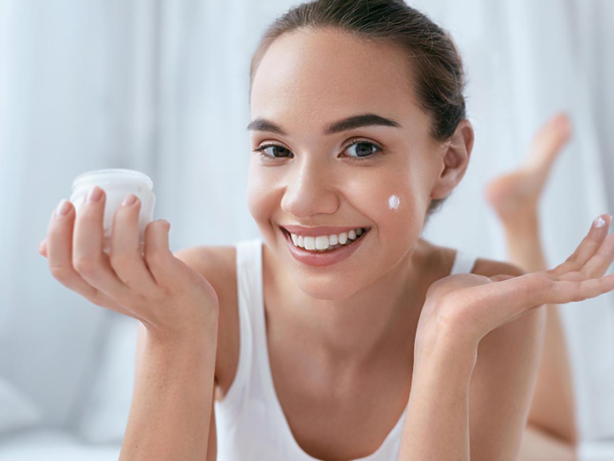 pielęgnacja twarzy metody kosmetyki złuszczanie nawilżanie oczyszczanie antyoksydanty