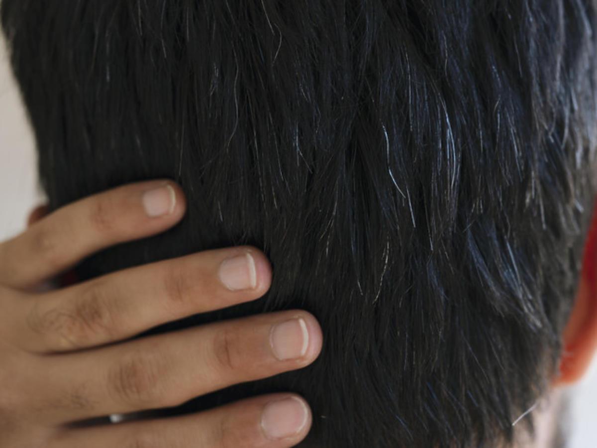 pierwsze siwe włosy