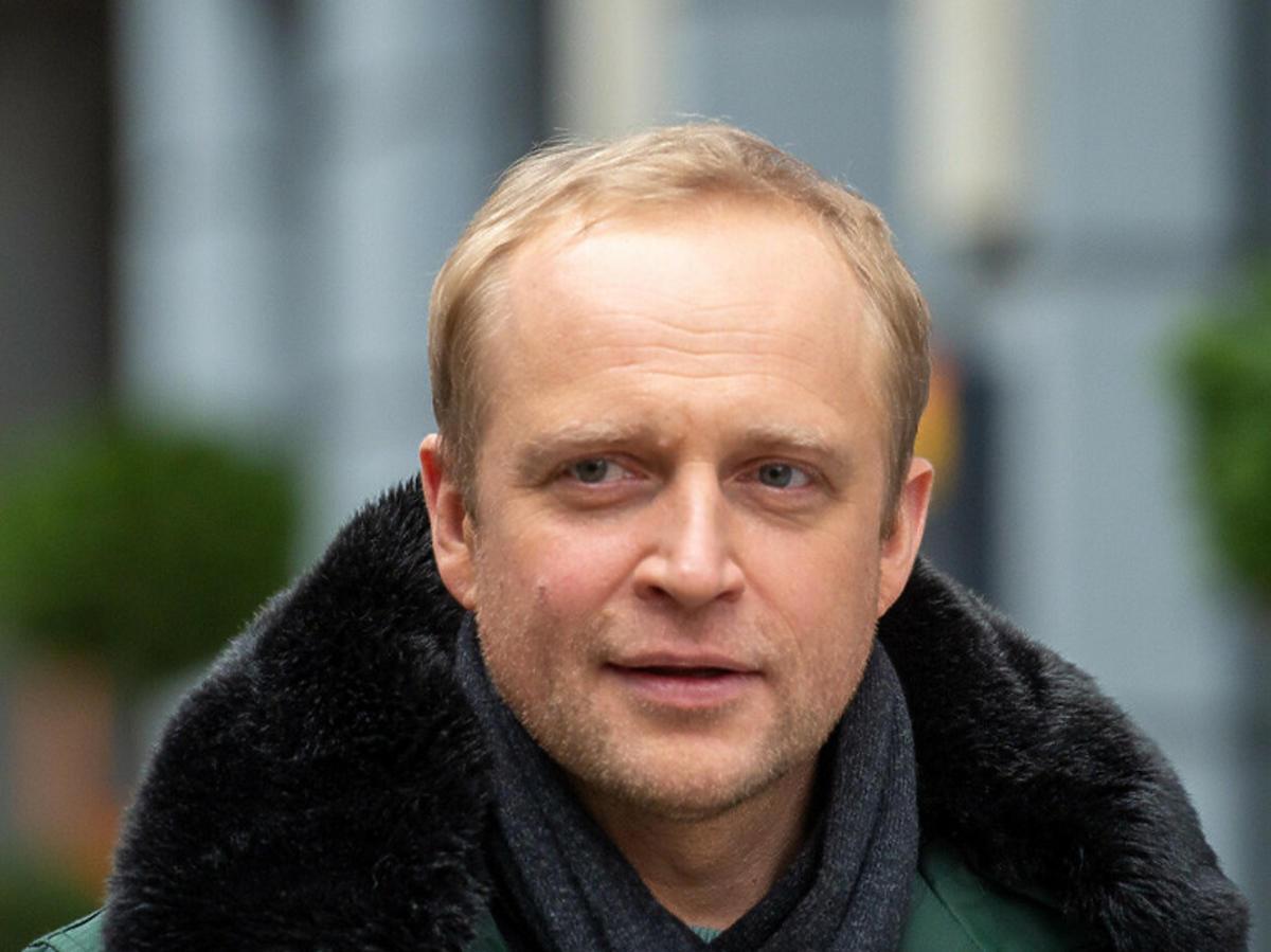 Piotr Adamczyk w zielonej kurtce