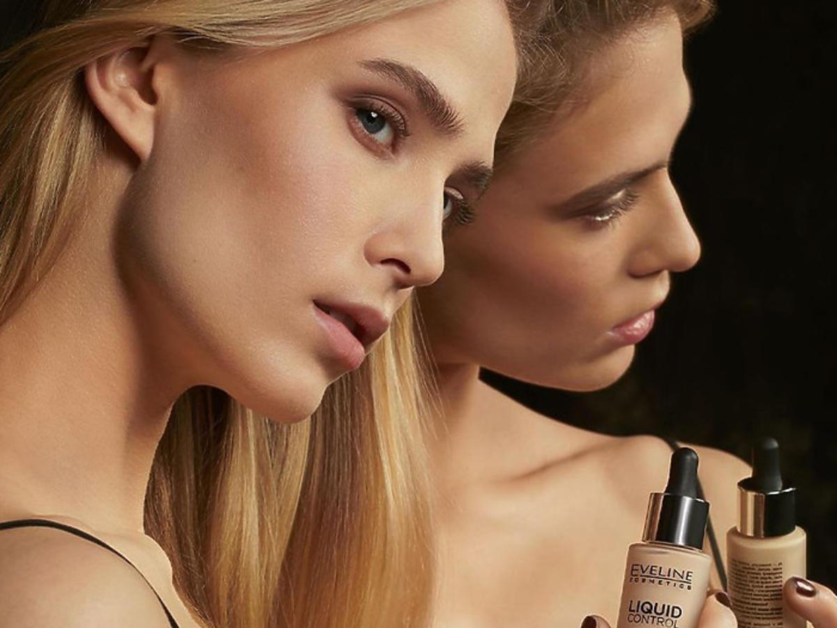podkład Eveline Cosmetics Liquid Control HD Long Lasting Formula 24H w promocji w Rossmannie