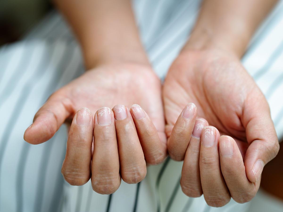pofalowane paznokcie