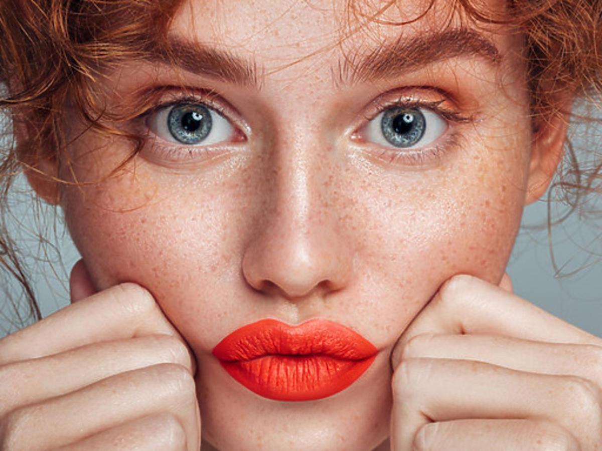 Pomarańczowa pomadka do ust