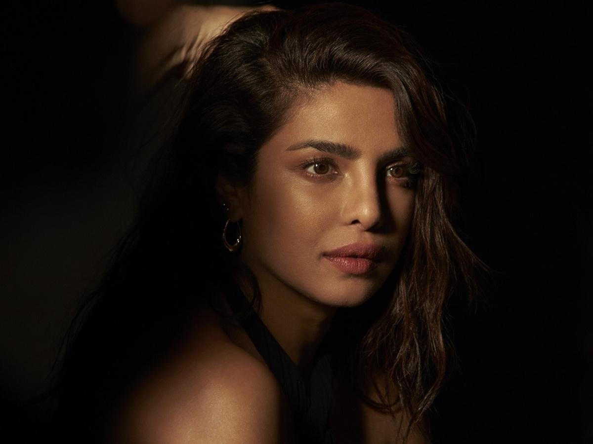 Priyanka Chopra-Jonas używa podkładu Max Factor