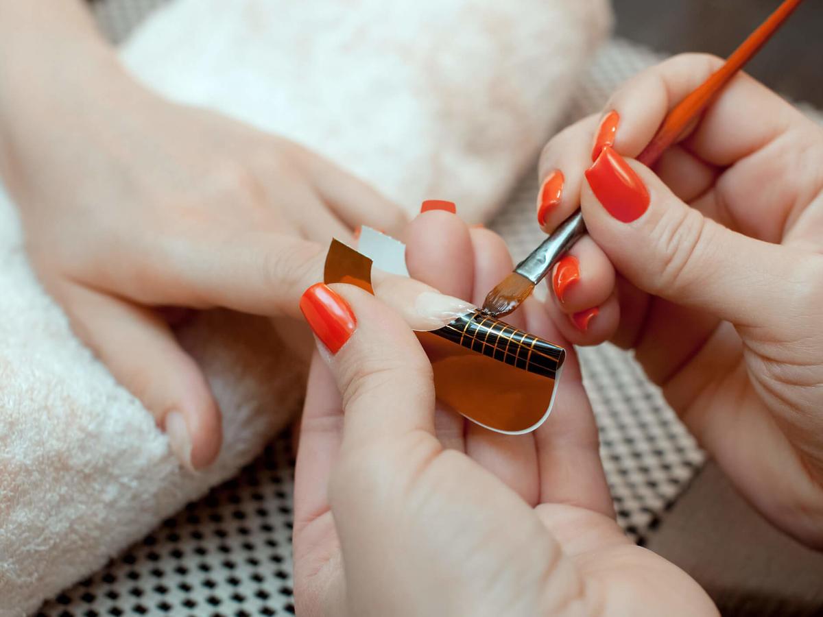 przedłużanie paznokci żelem, akrylem i akrylożelem