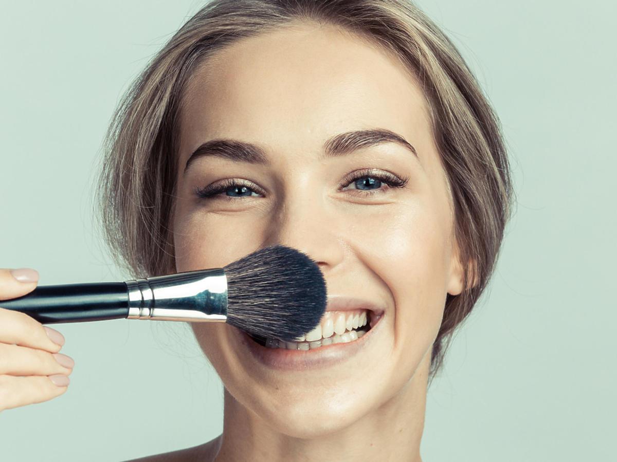puder utrwalający makijaż
