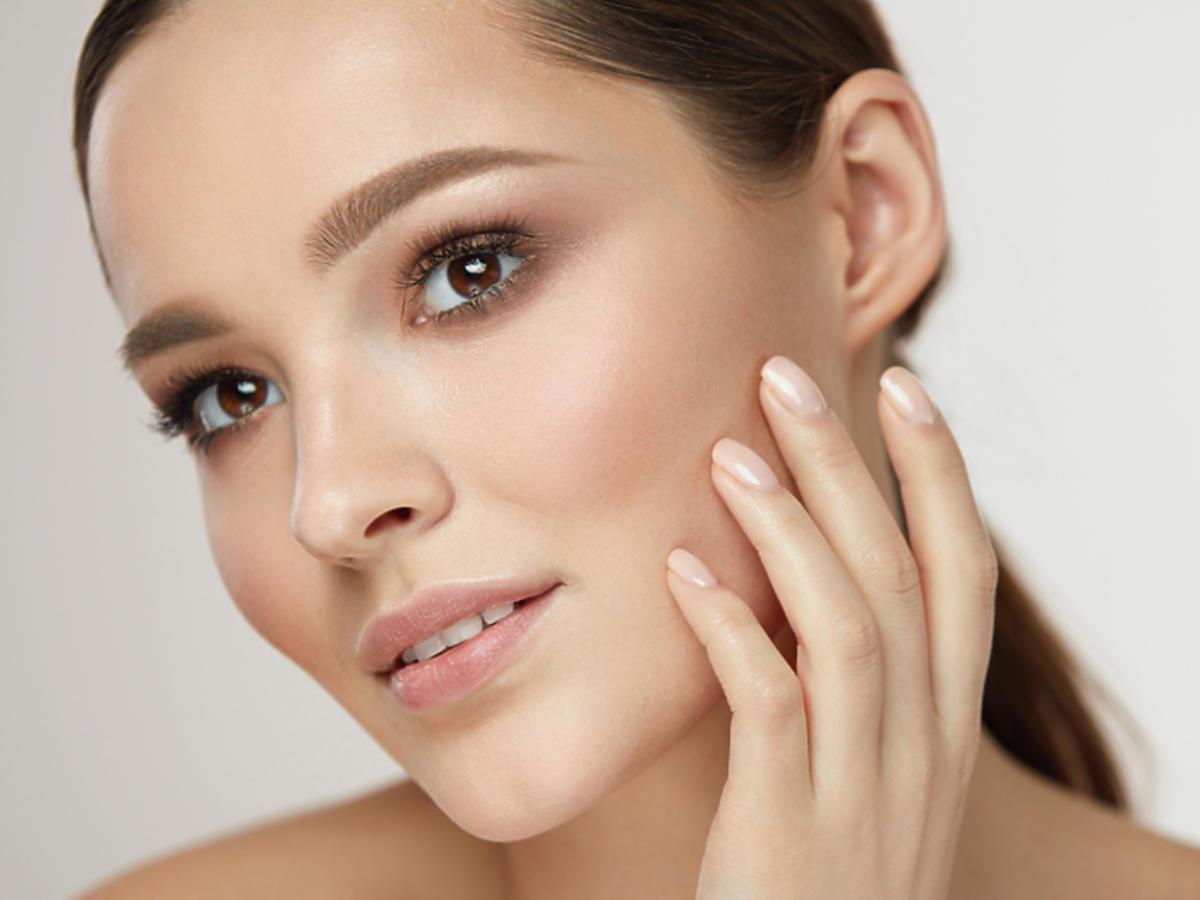 pudry matujące Fenty Beauty Benefit Eccocera Lirene Maybelline
