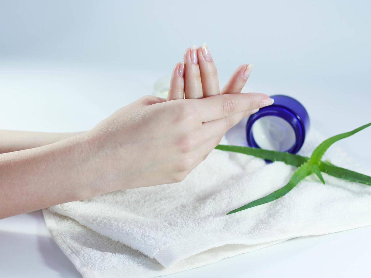 regeneracja zniszczonych paznokci