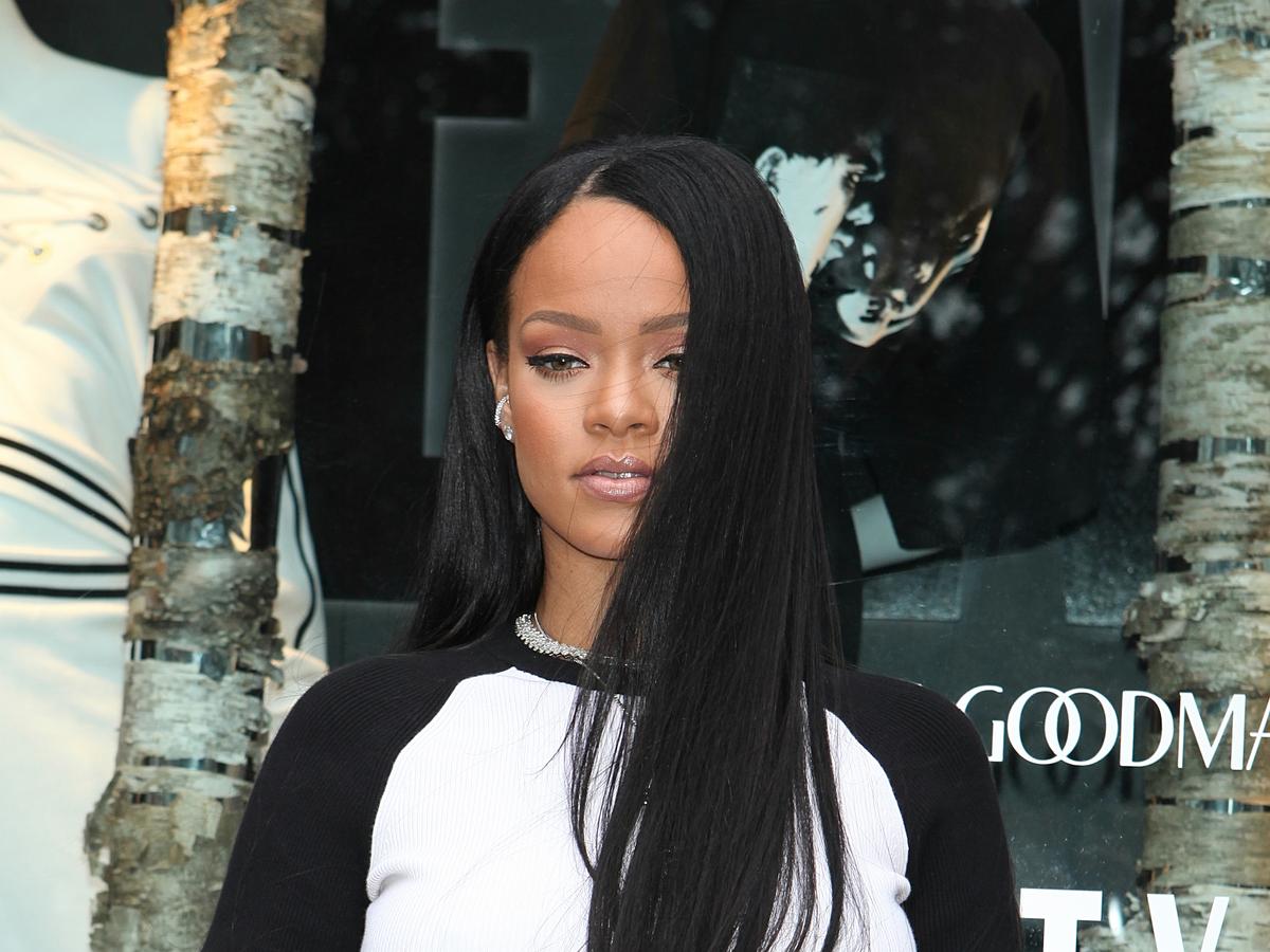 Rihanna znowu zmieniła fryzurę. Ma dredy