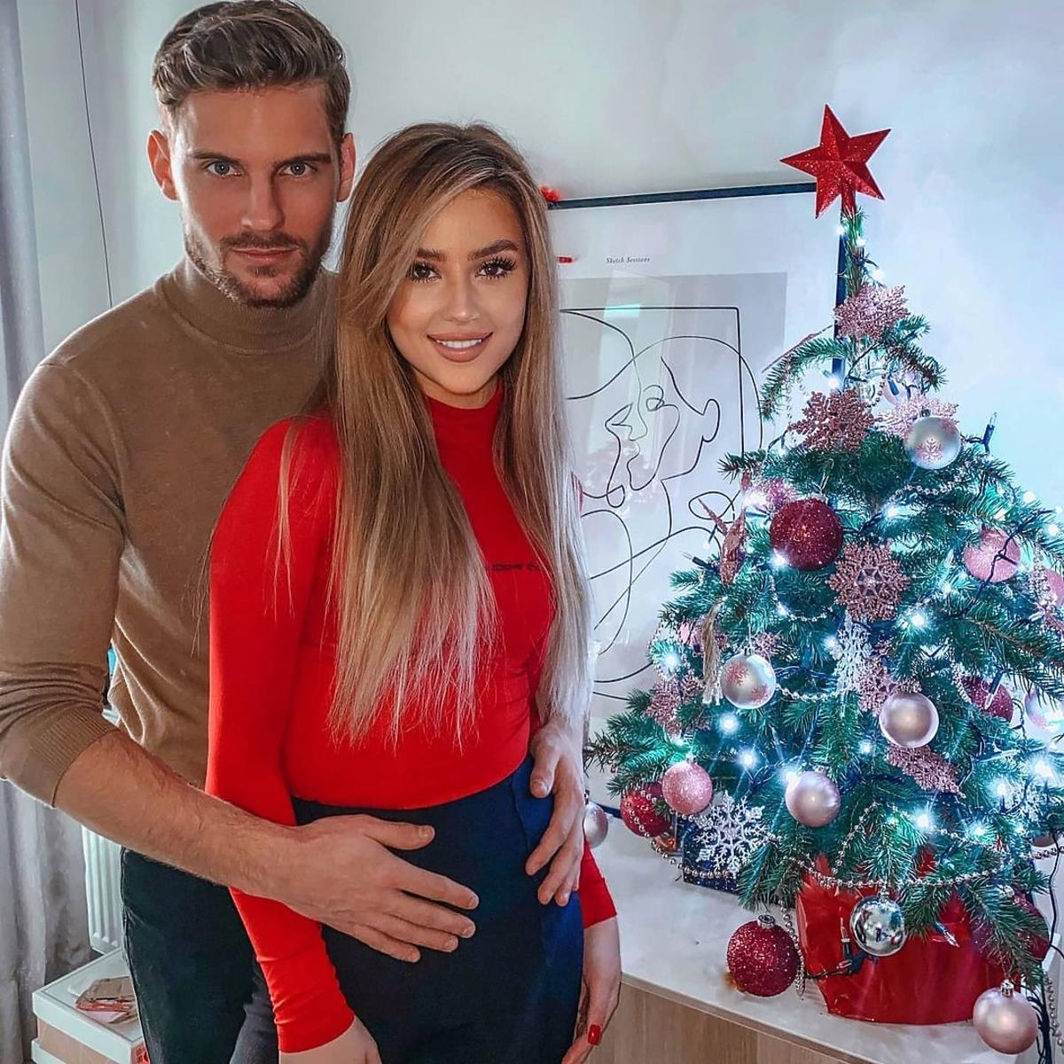 """Robert z """"Hotelu Paradise"""" pokazał wymowne zdjęcie z ukochaną. Jego dziewczyna jest w ciąży?"""