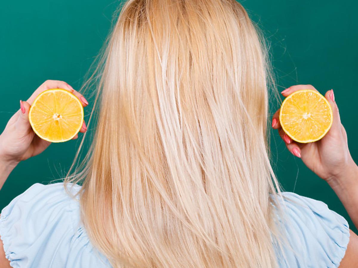 rozjaśnianie włosów cytryną