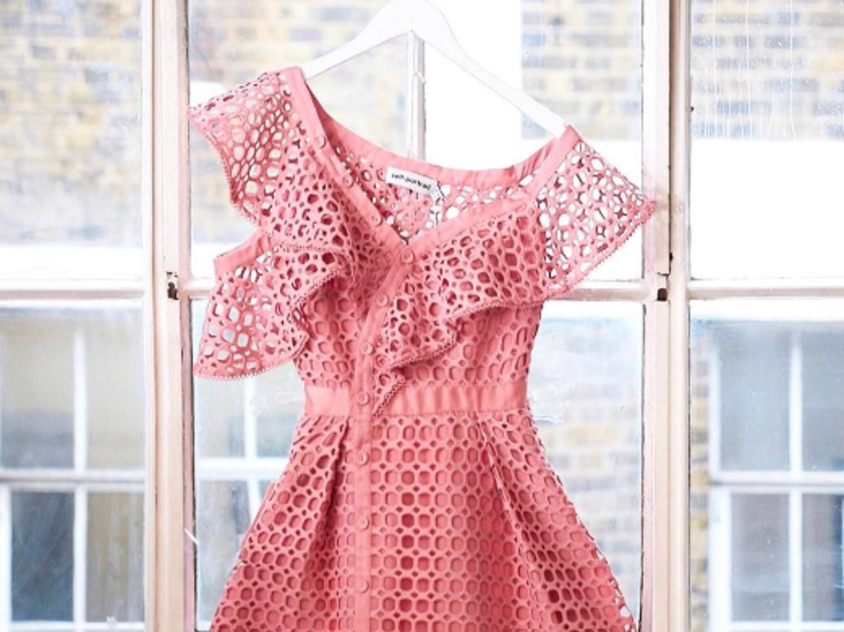 różowa sukienka z falbaną self portrait