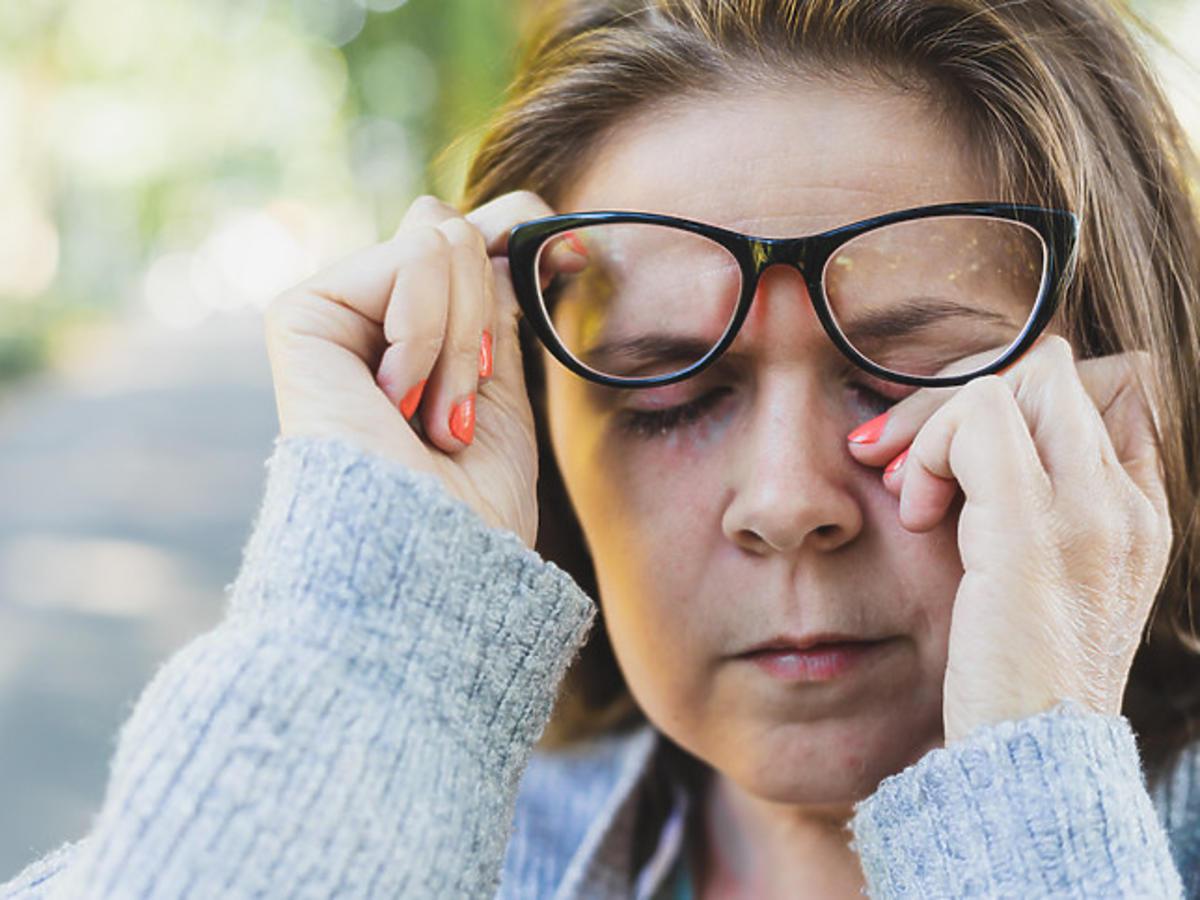 Różowe oko jako objawy koronawirusa