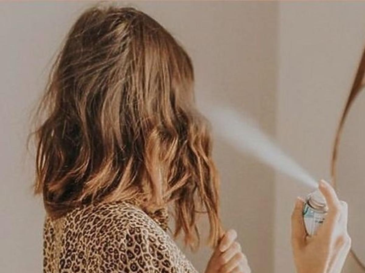 rozpylanie suchego szamponu