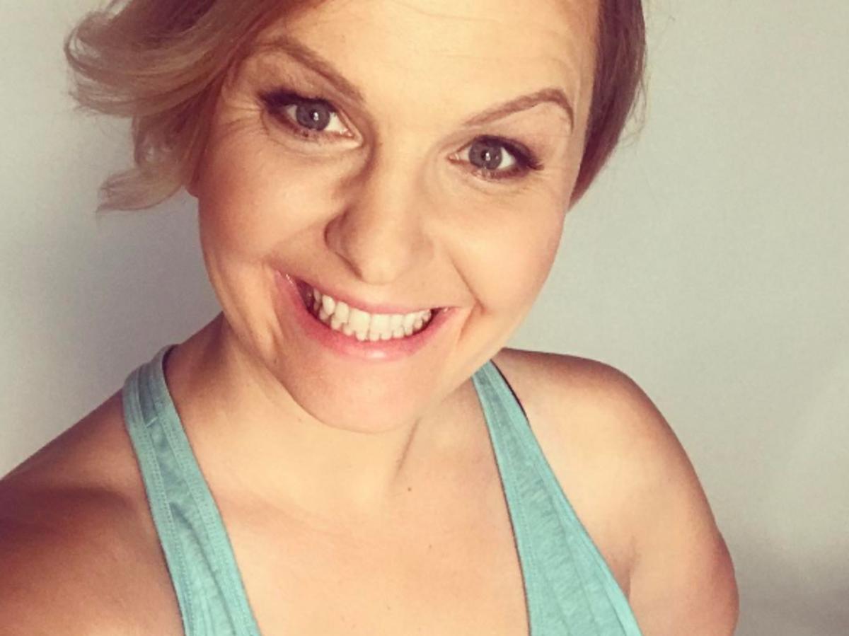 Selfie Otylii Jędrzejczak w błękitnej bluzce na ramiączkach