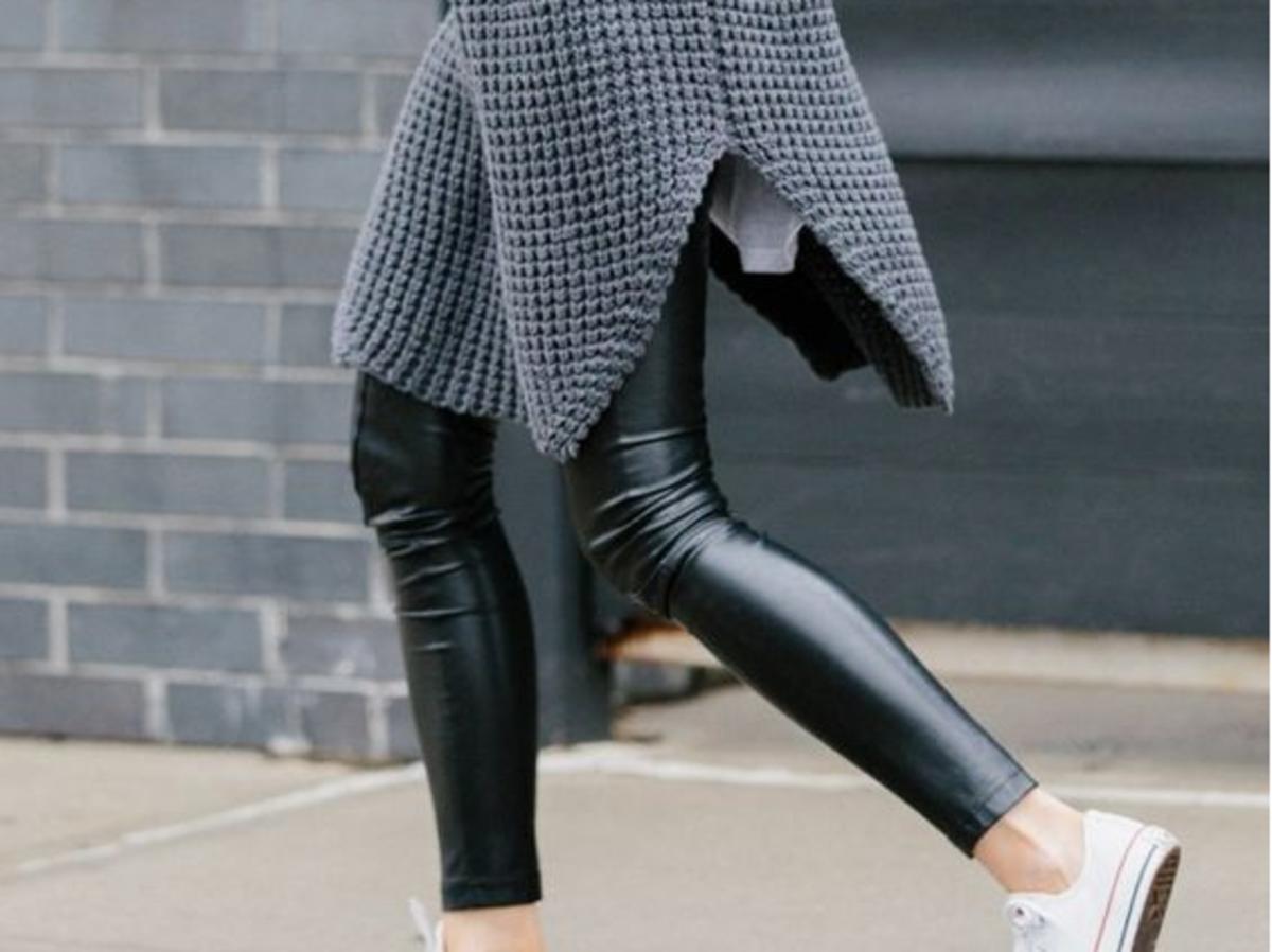 skórzane spodnie rurki conversy sweter szary