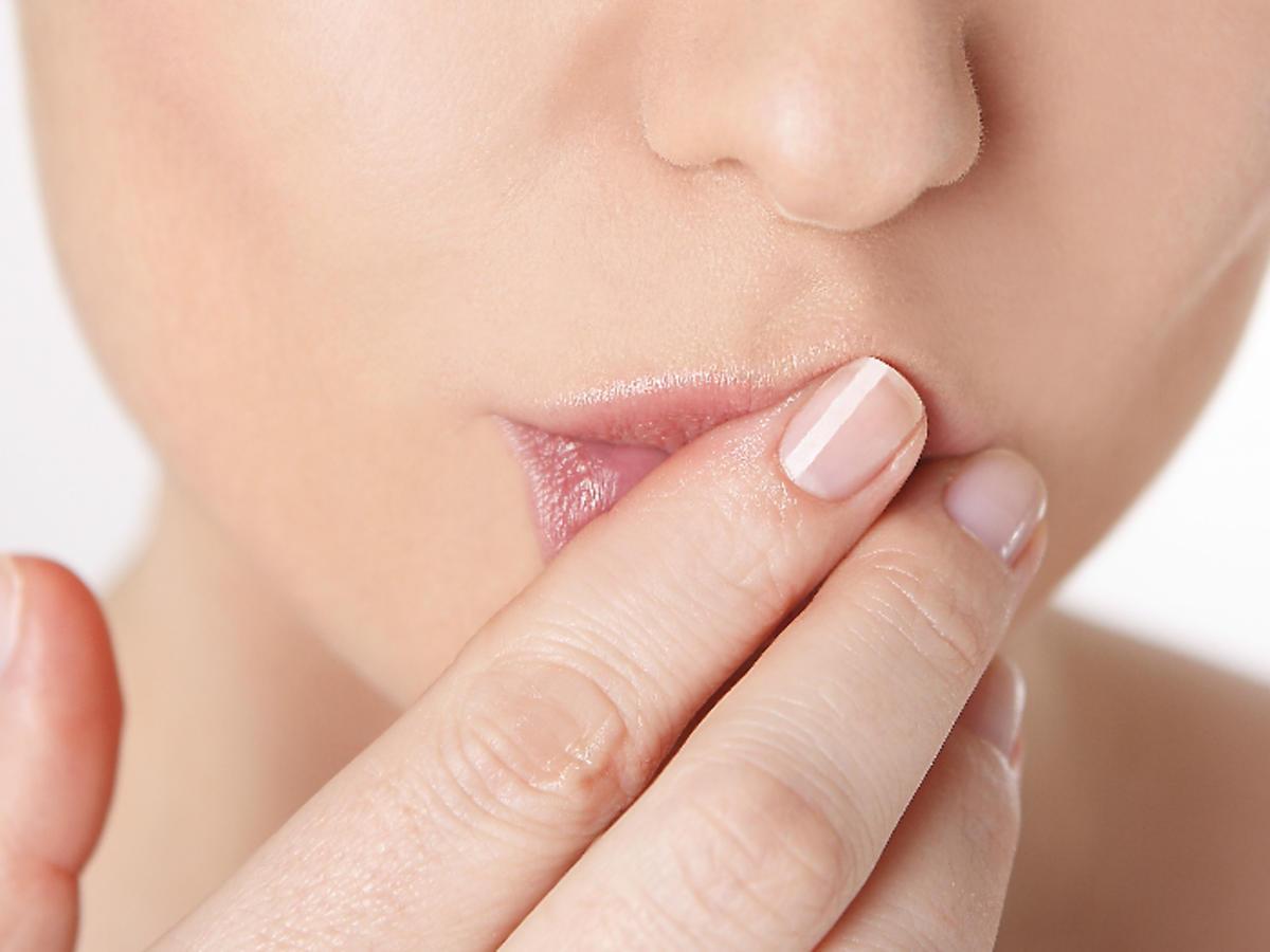smarowanie ust