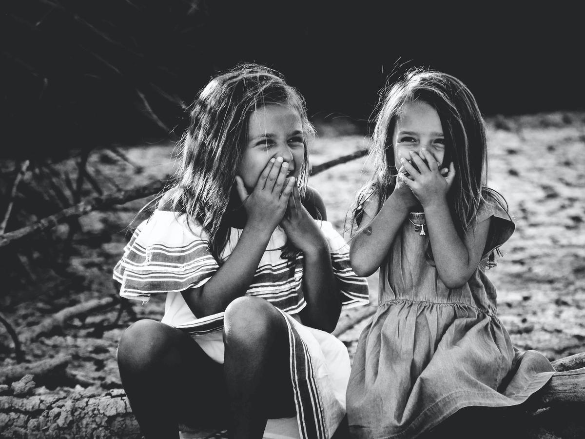 Śmiejące się dziewczynki