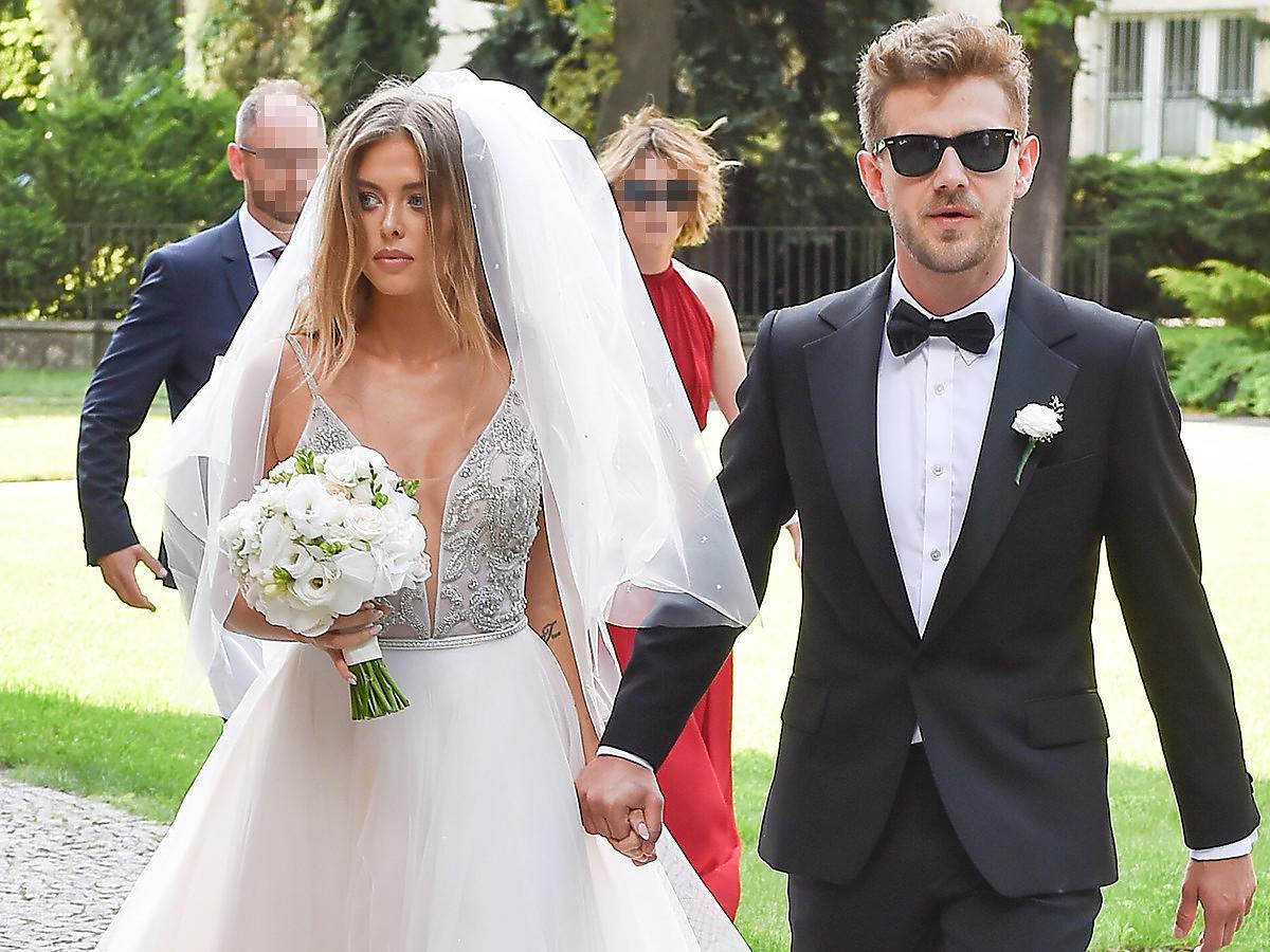 Smutni i źli Antoni Królikowski i Joanna Opozda na własnym ślubie