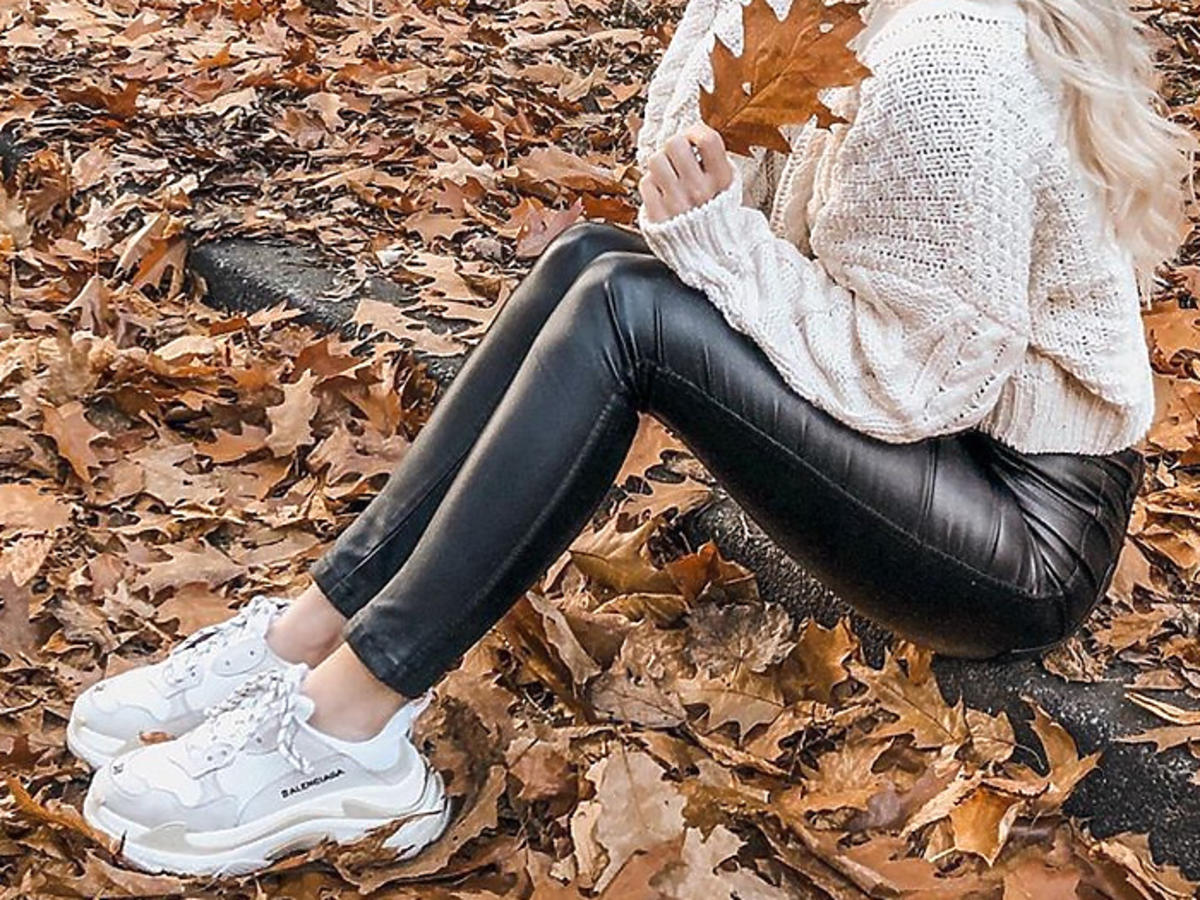spodnie na jesień jegginsy z imitacji skóry w Lidlu