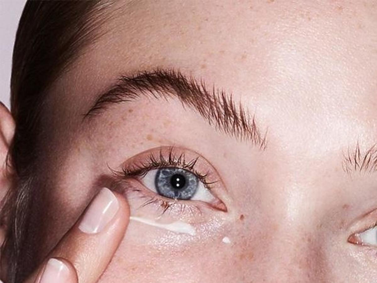 Sucha skóra pod oczami