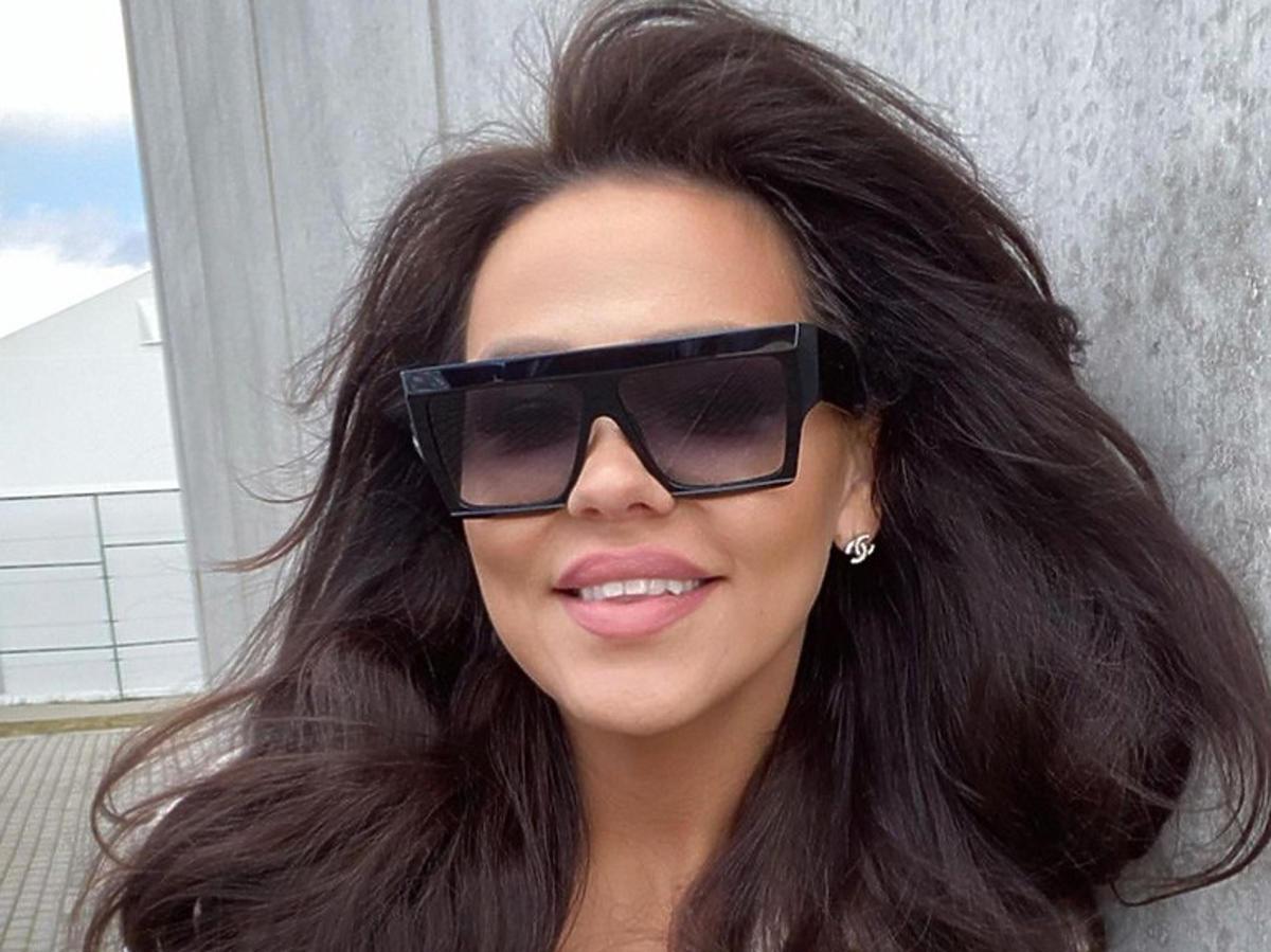 Sylwia Bomba w okularach przeciwsłonecznych