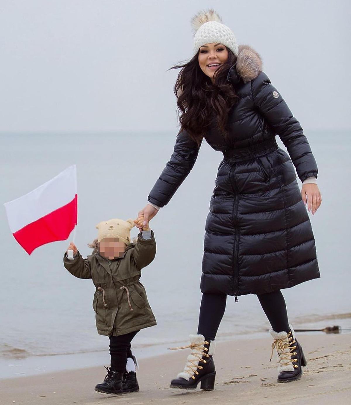 """Sylwia Bomba z """"Gogglebox"""" ubrała córeczkę w modną kurtkę z Zary"""