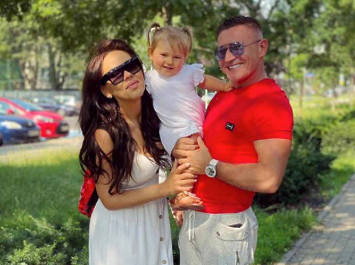 Sylwia Bomba z mężem i córką
