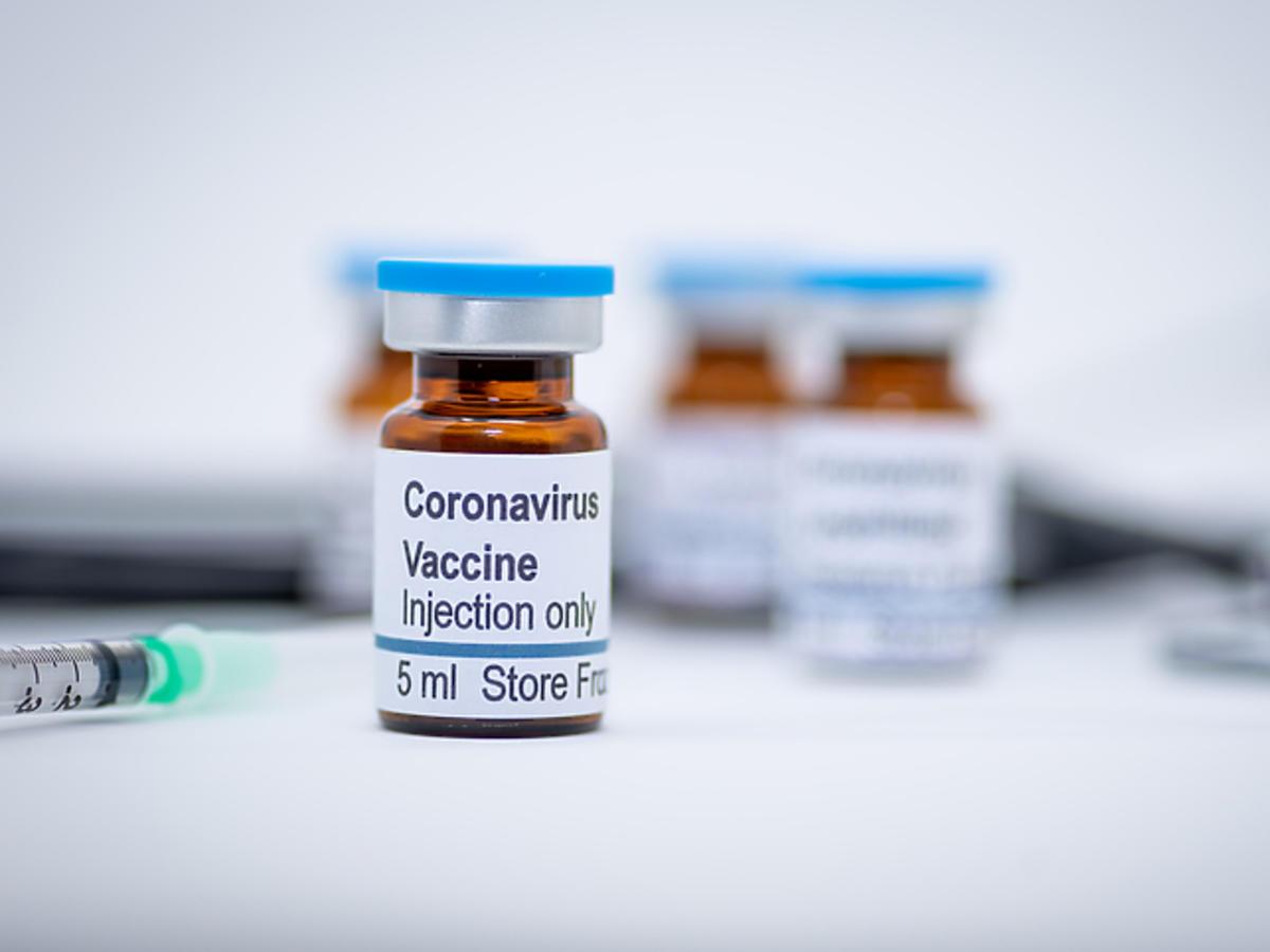 Szczepionka na koronawirusa - testowanie na ludziach