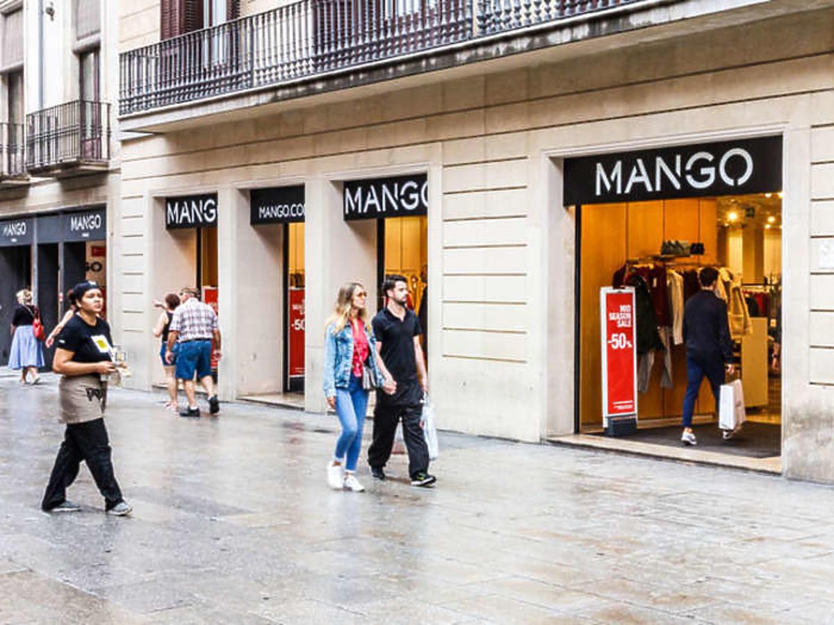 Ta bluzka z Mango to hit Instagrama! Ma ją Lewandowska, Doda i Pisasek