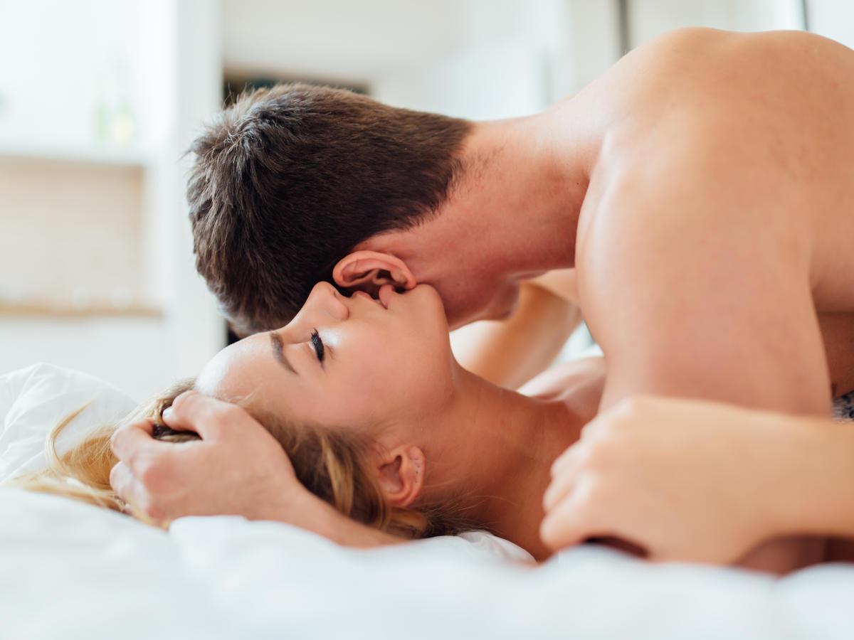 To właśnie przez TO kobiety tracą ochotę na seks w stałych związkach