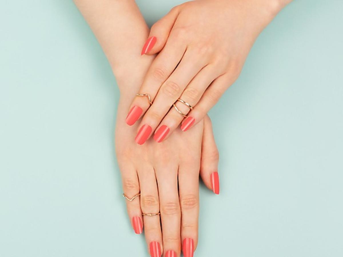 Trik z TikToka: metoda zapuszczania paznokci dzięki kremowi z Rossmanna
