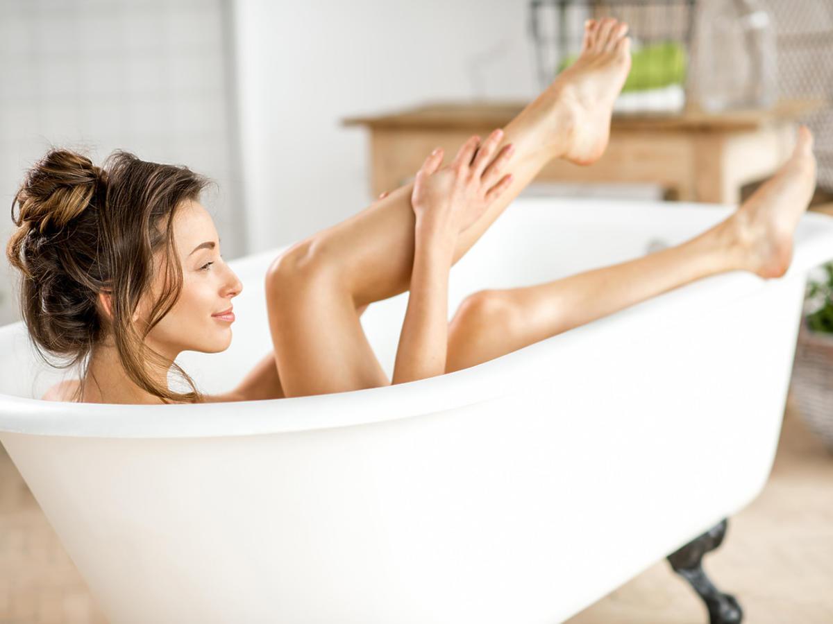 ujędrnianie skóry podczas mycia ciała rękawicą z Rossmanna