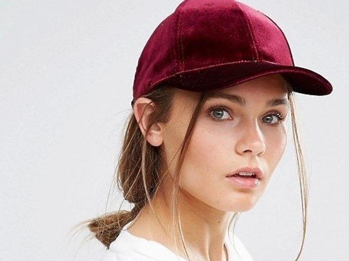 welurowa czapka z daszkiem