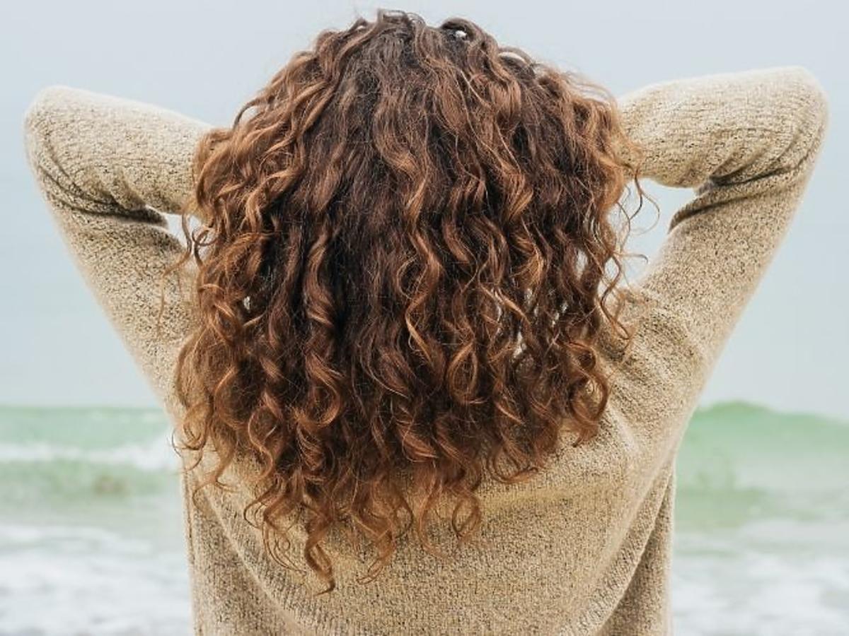 włosy kręcone - jak o nie dbać
