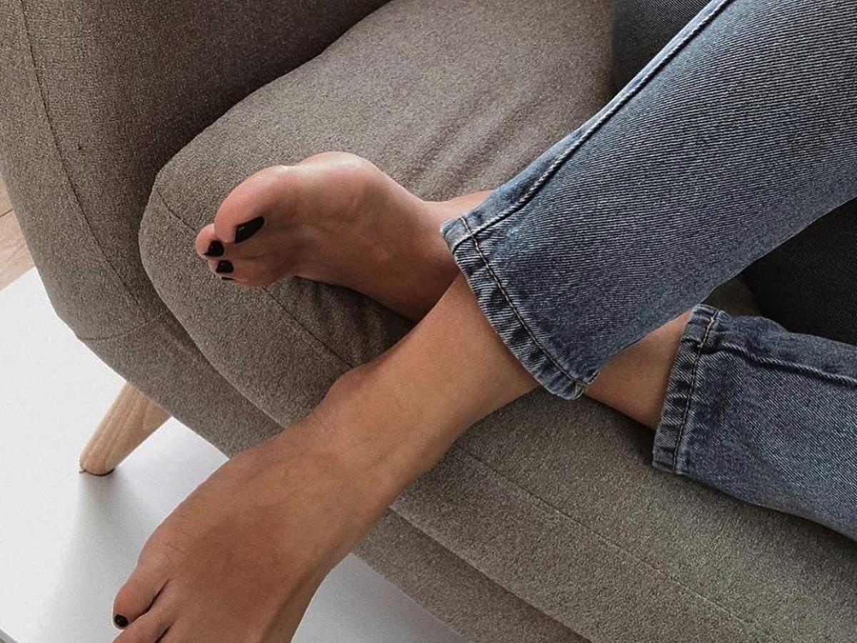 Zadbane stopy po skarpetkach złuszczających