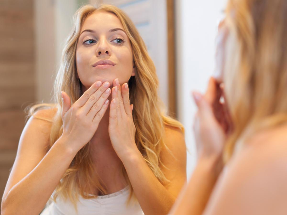 zaskórniki zamknięte a zaskórniki otwarte zaskórniki zamknięte leczenie kosmetyki usuwanie mikrodermabrazja peeling kawitacyjny kwas salicylowy kwas glikowlowt