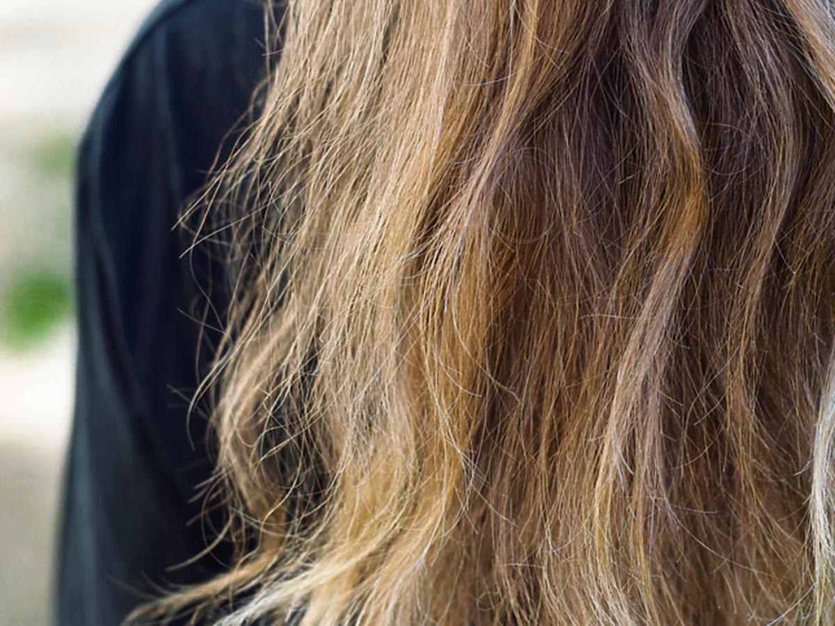 Zniszczone włosy.