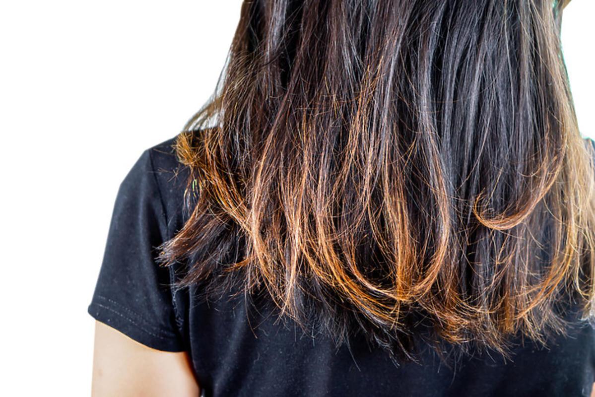 zniszczone włosy - spalone końcówki