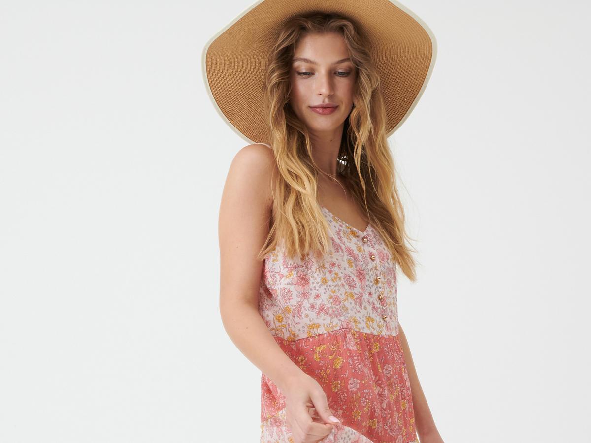Zwiewna sukienka na lato z Sinsay